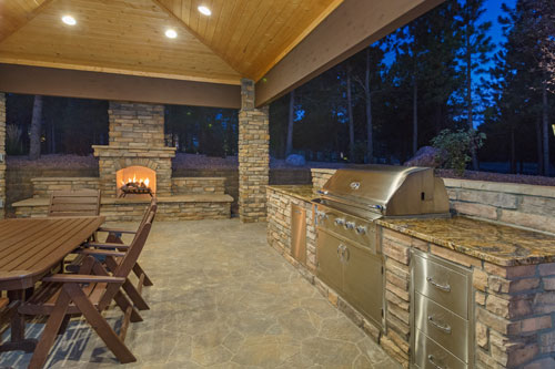 Benefits of installing an outdoor kitchen and entertainment space